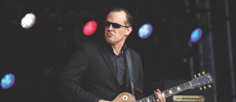 joe bonamassa releases new video double crossing time rock and blues muse with martine. Black Bedroom Furniture Sets. Home Design Ideas