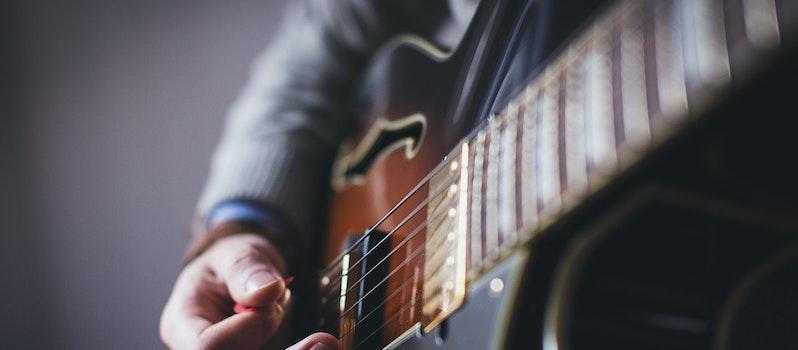 5 Blues Guitars