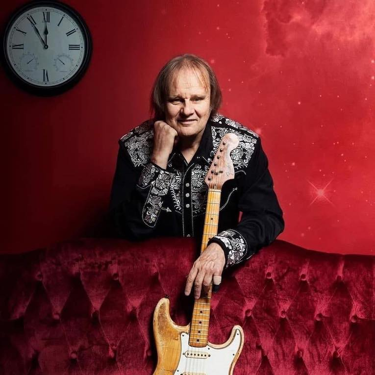 Interview, Blues Rocker Walter Trout, blues rock guitarist, Rock and Blues Muse, Martine Ehrenclou