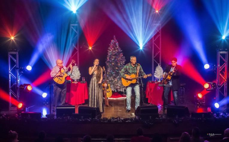 Tommy Emmanuel  'Live! Christmas Time' Photo